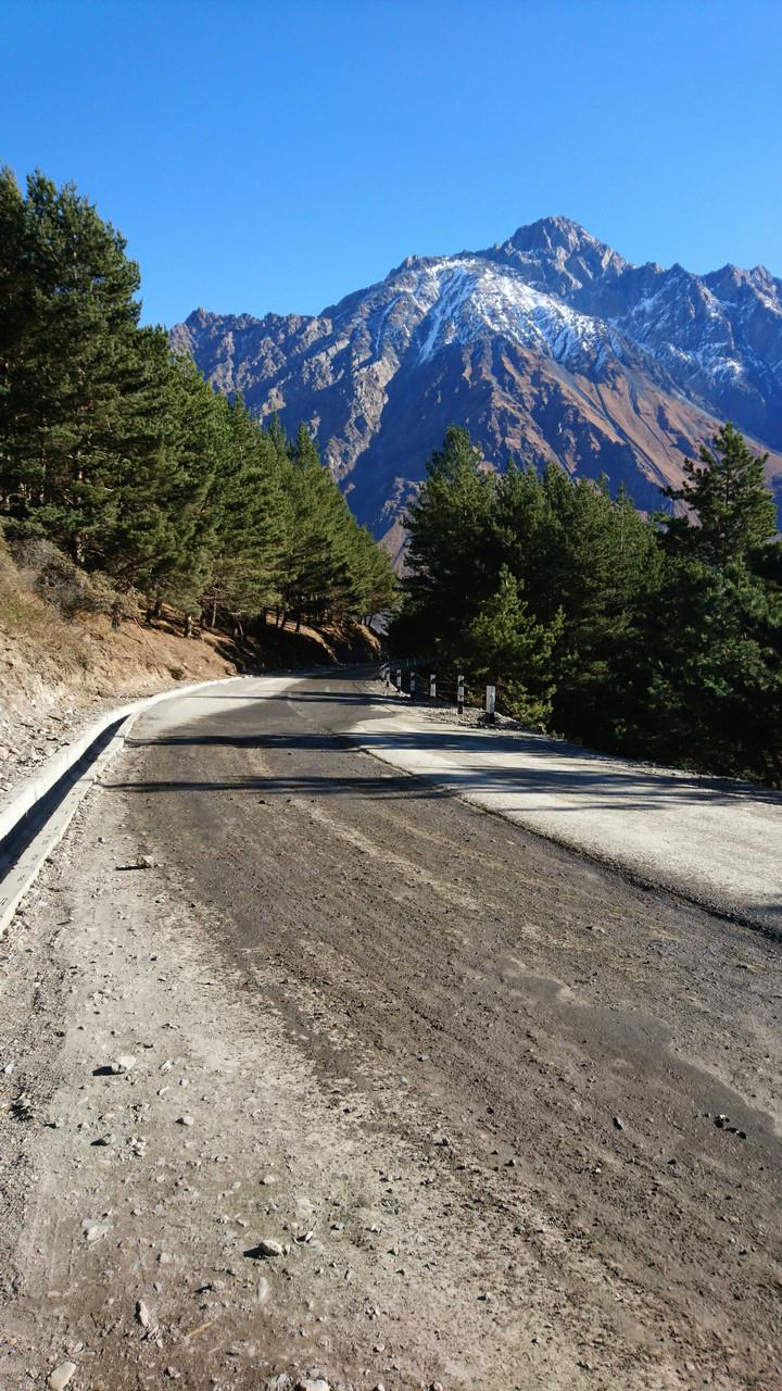 Cminda Sameba - asfaltowa droga