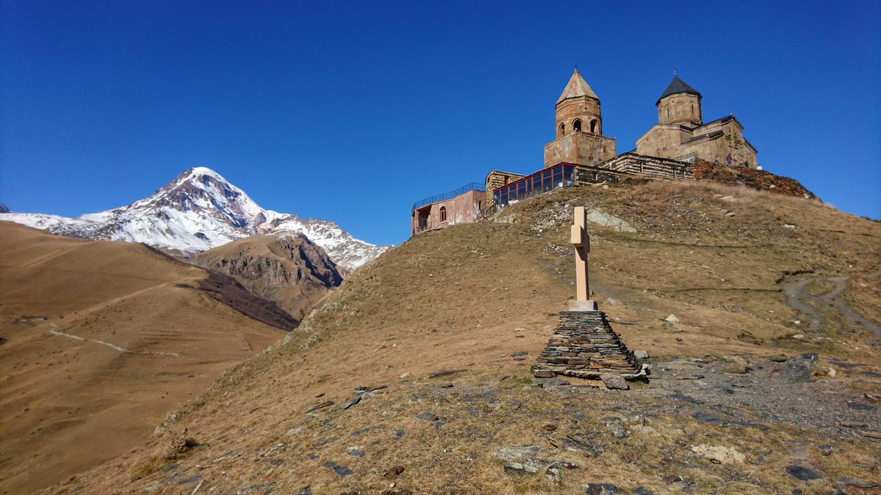 Cminda Sameba widok z Kazbekiem