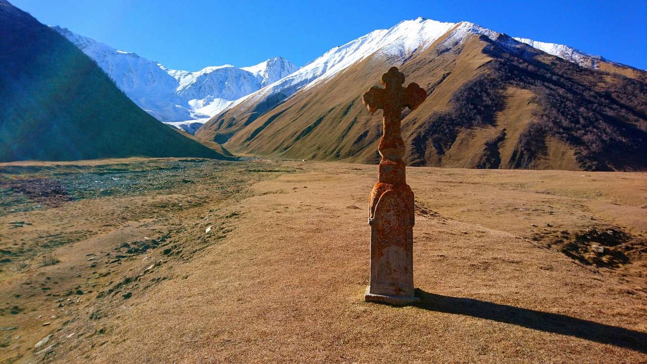 Dolina Truso - krzyż gdzieś na trasie