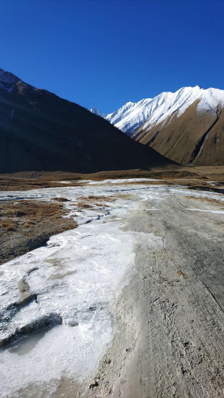 Dolina Truso - zamarznięta droga