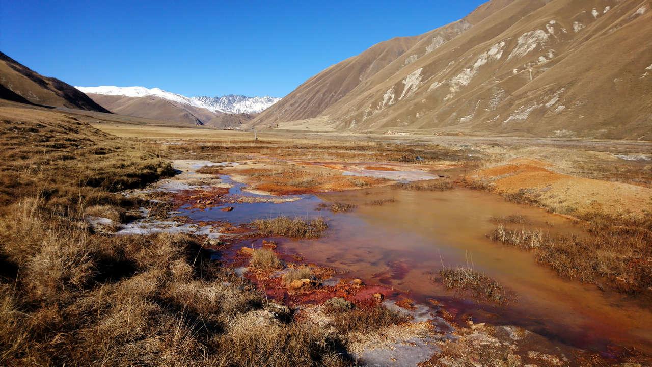 Dolina Truso - kolorowa woda