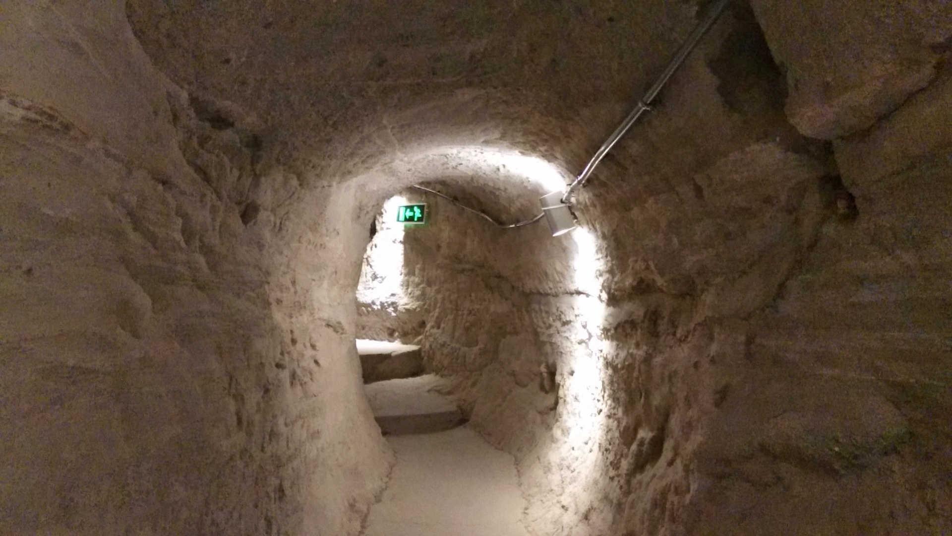skalne miasto wardzia tunel 2