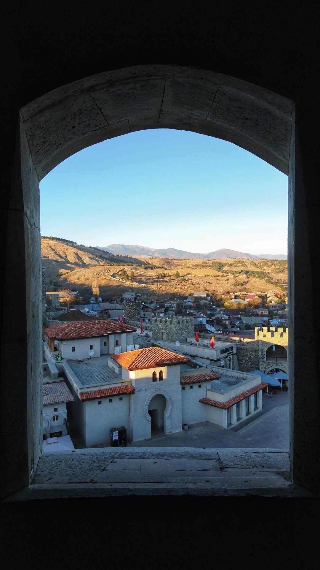 Akhaltsikhe - widok z okna w wieży