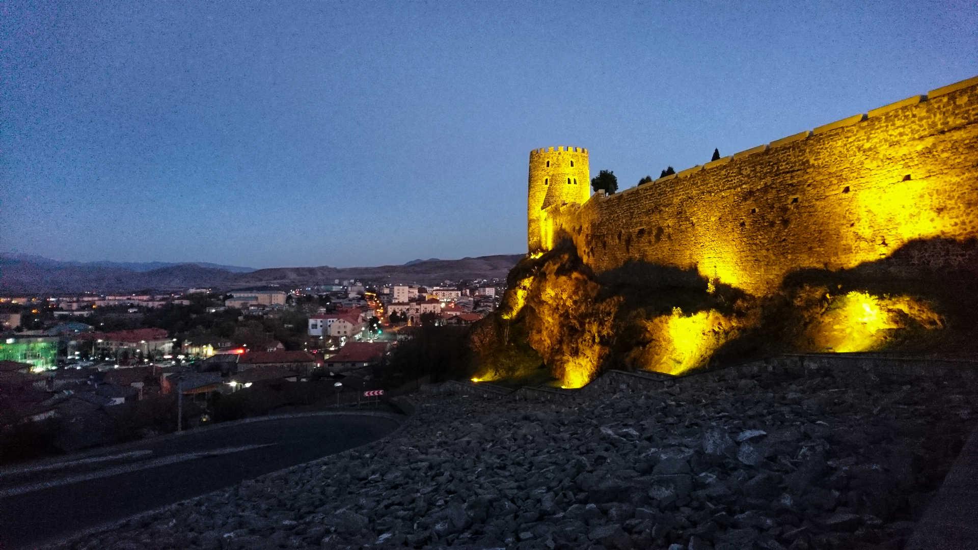 Akhaltsikhe - oświetlony zamek