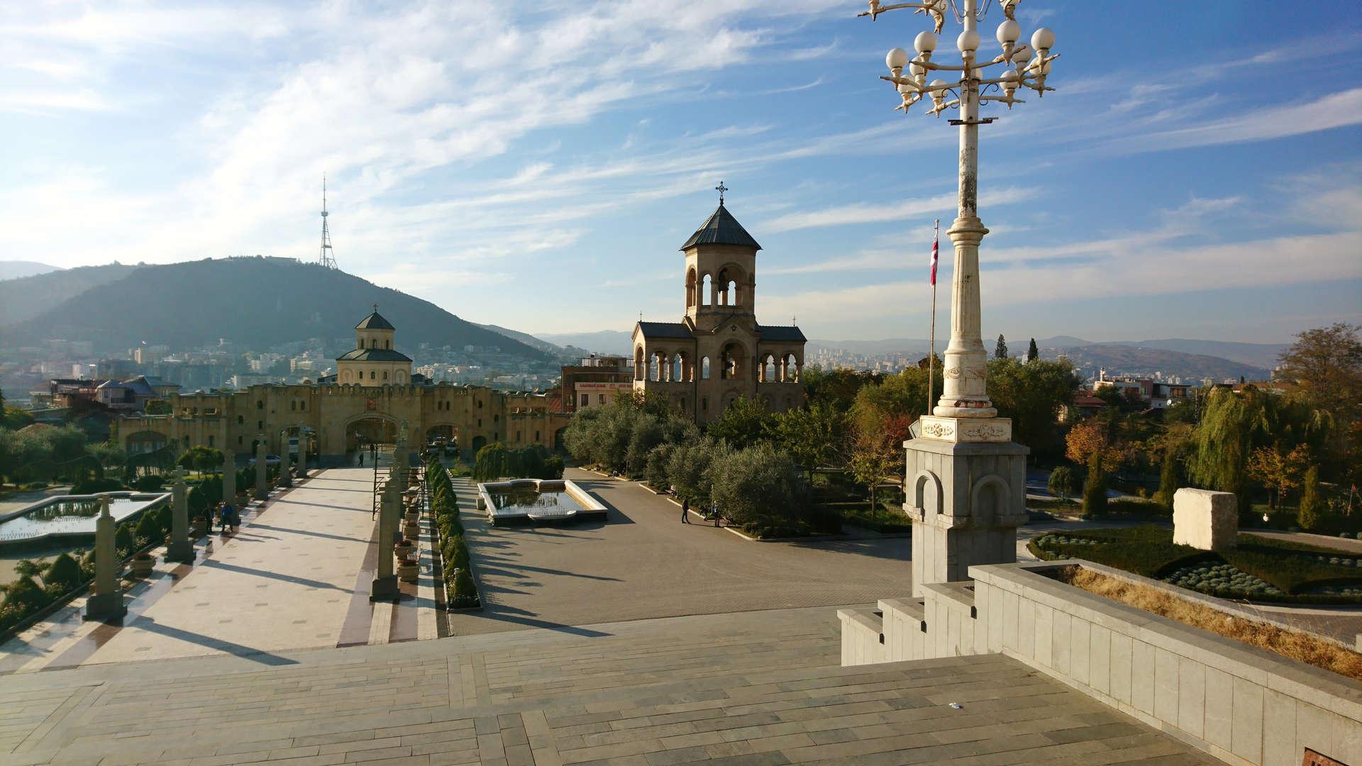 Zwiedzanie Tbilisi - sobór Trójcy Świętej 3