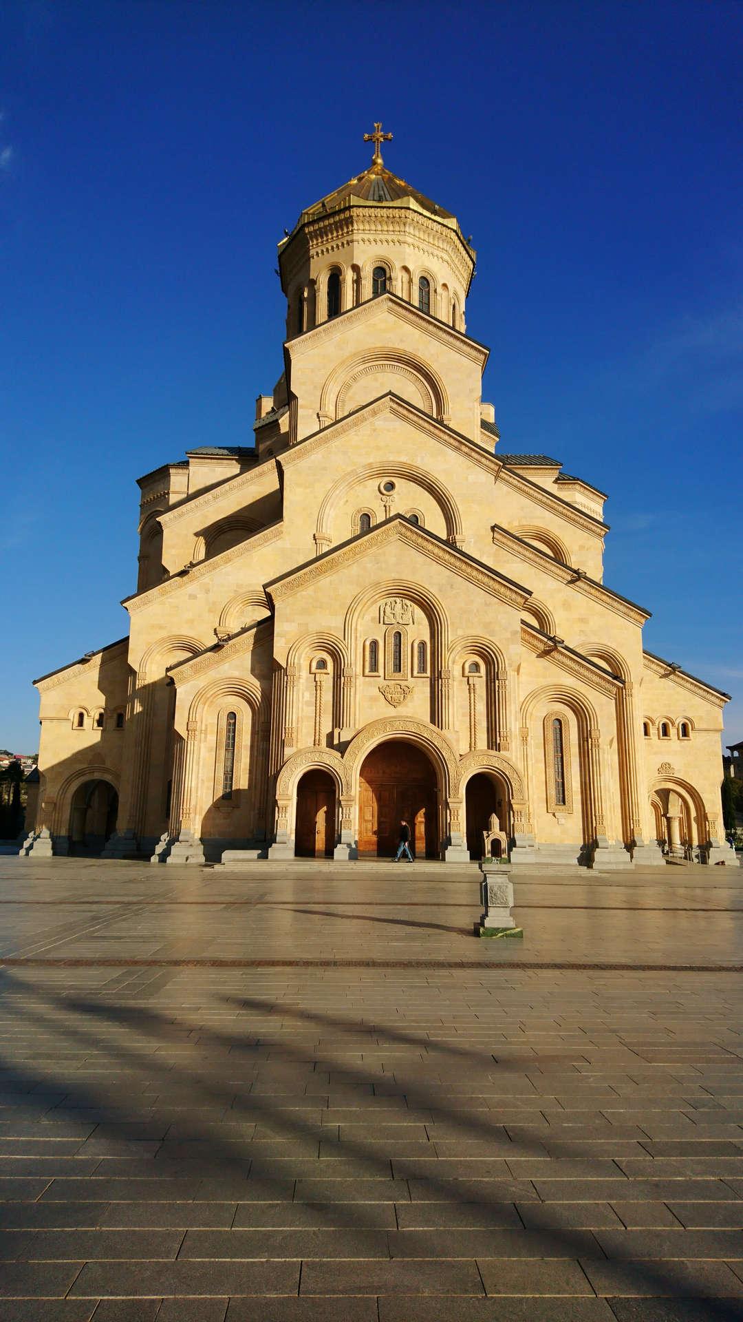 Zwiedzanie Tbilisi - sobór Trójcy Świętej 4