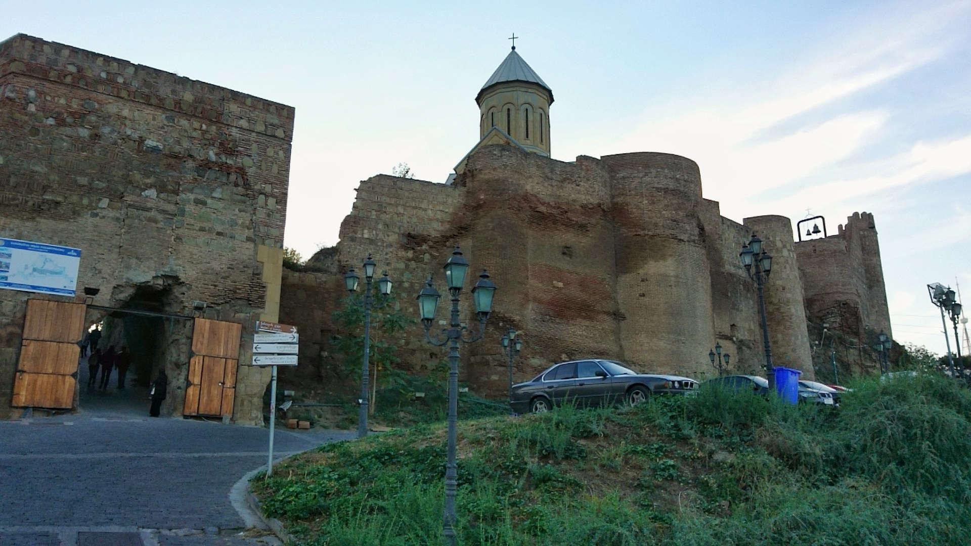 Zwiedzanie Tbilisi - widok na twierdzę