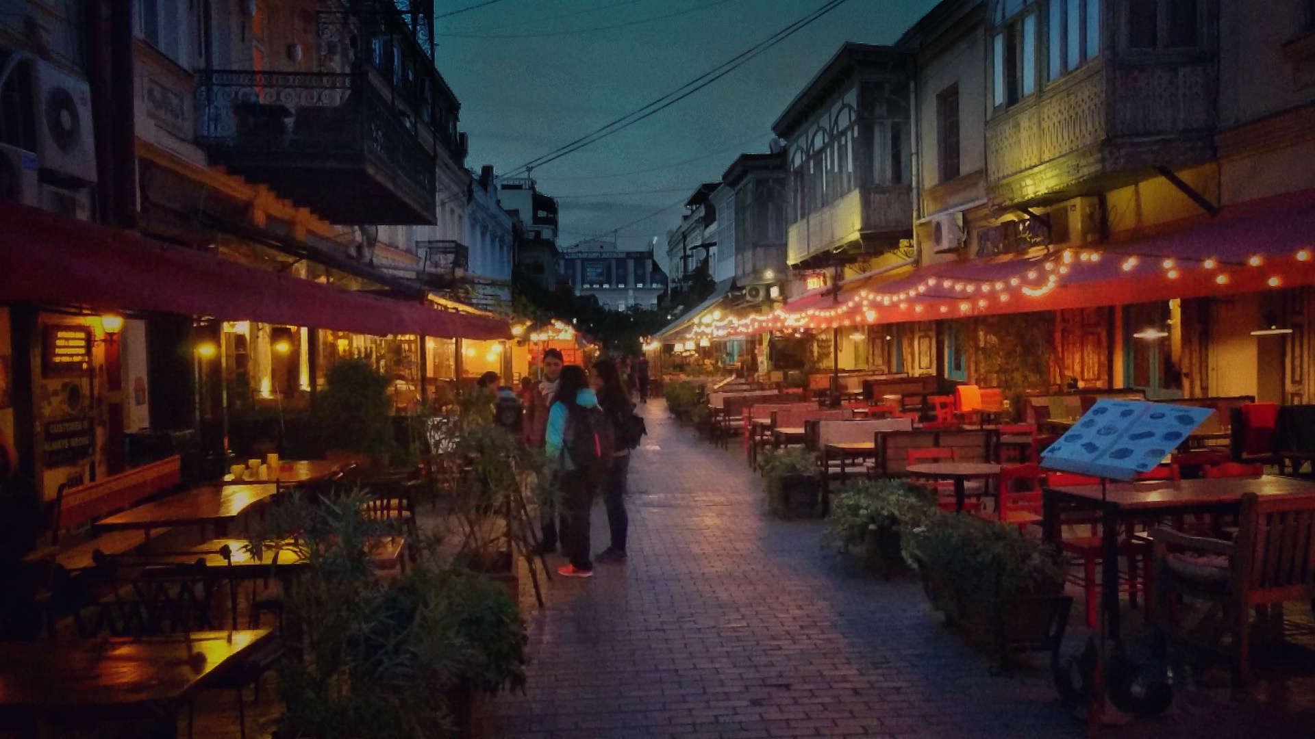 Zwiedzanie Tbilisi - Tbilisi wieczorem