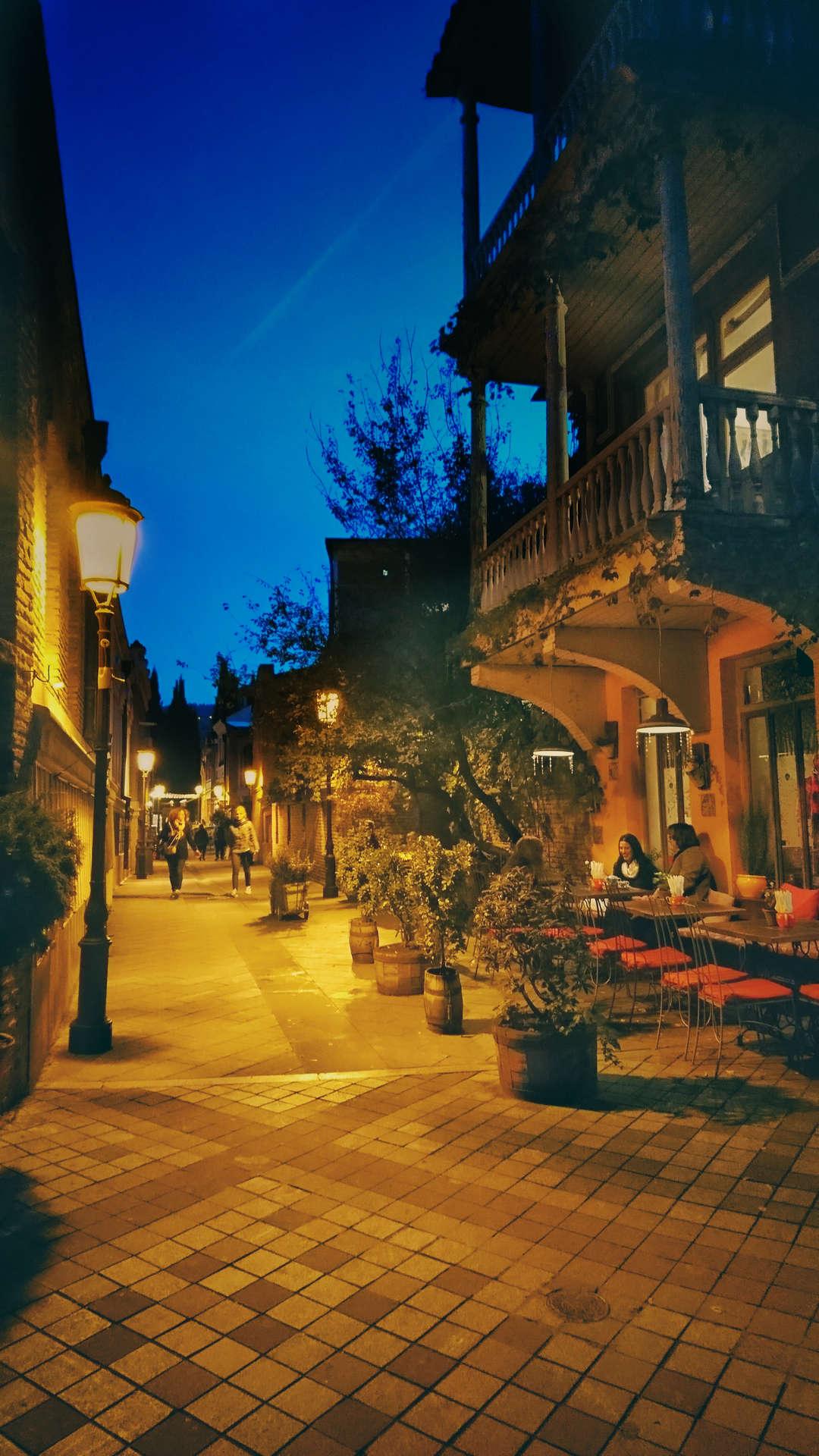 Zwiedzanie Tbilisi - tbilisi klimatyczna uliczka