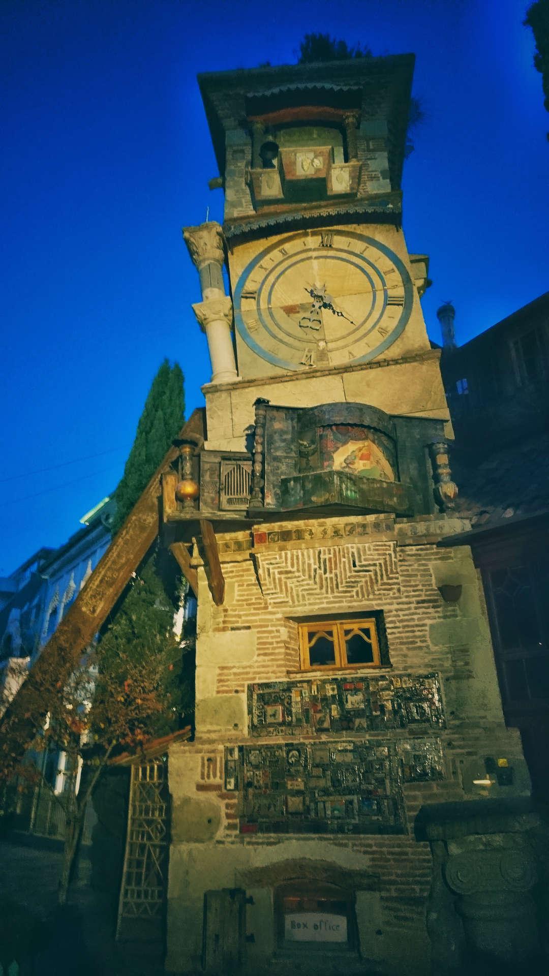 Zwiedzanie Tbilisi - dziwna architektura