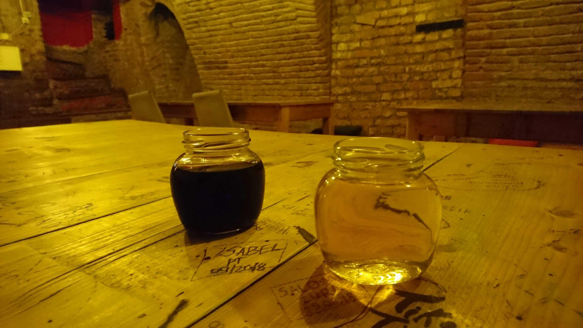 zwiedzanie Tbilisi - bar warszawa wino w słoikach
