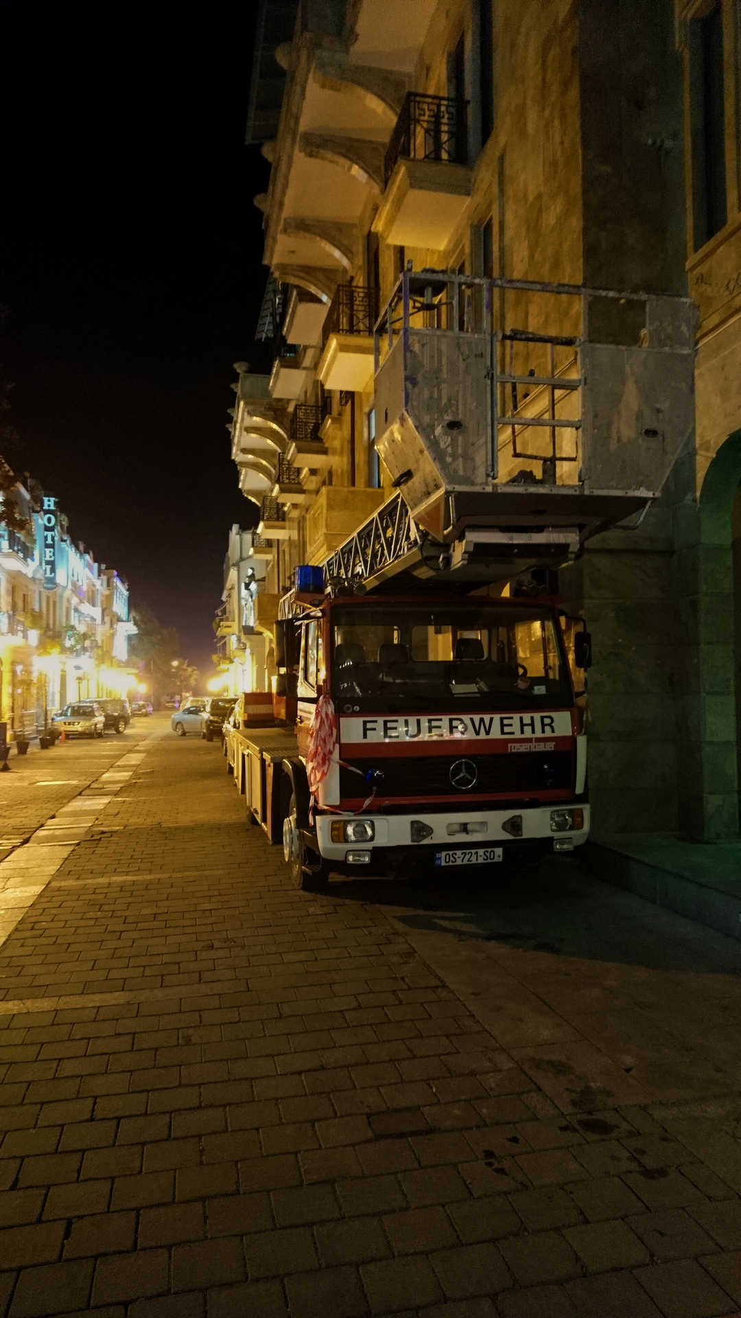 Batumi - wóz strażacki wieczorem