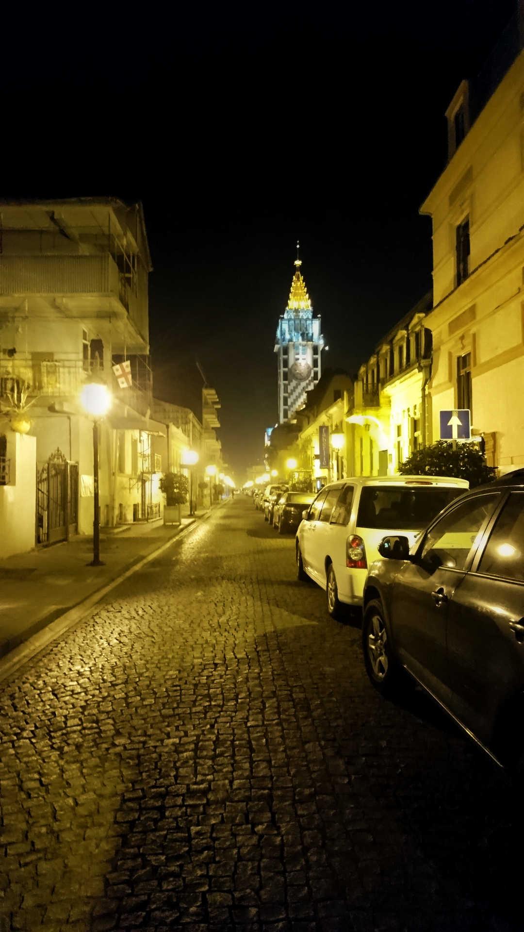 Batumi - ładna uliczka wieczorem