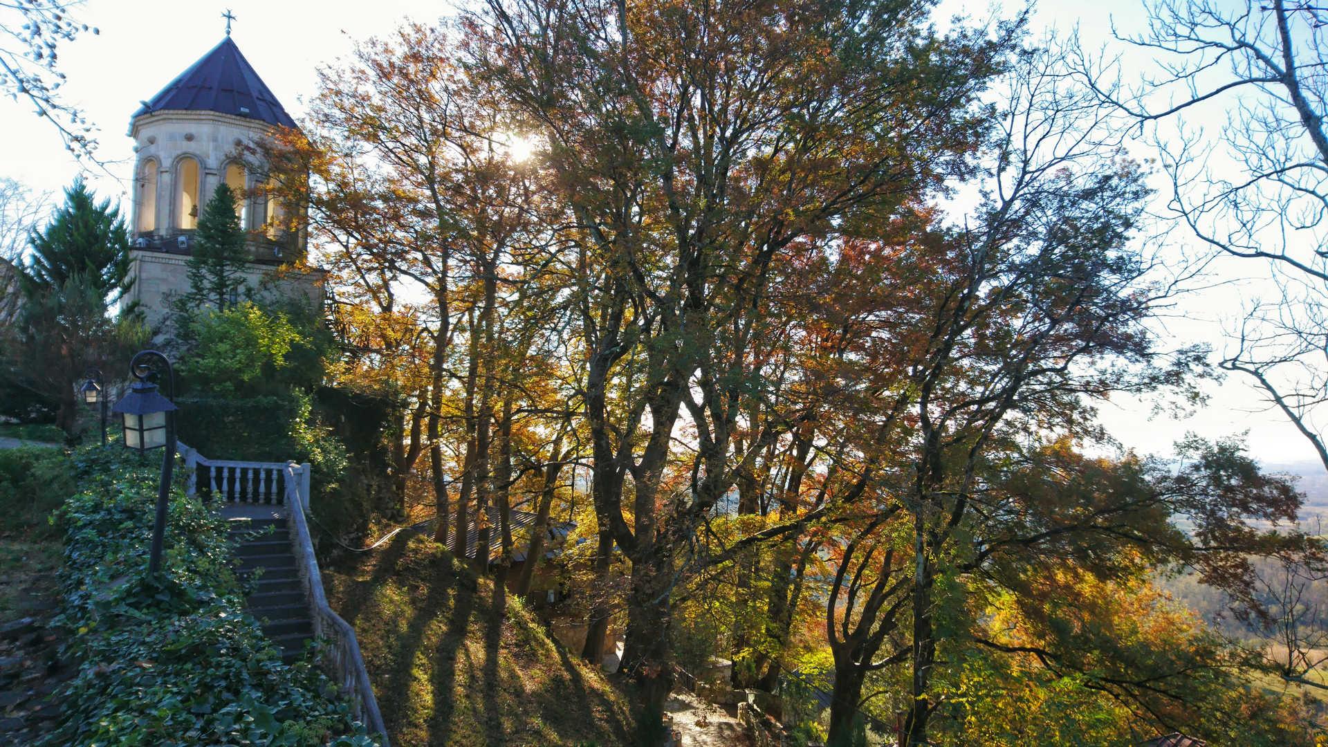 Kutaisi i okolice - Monastyr Martvili jesień