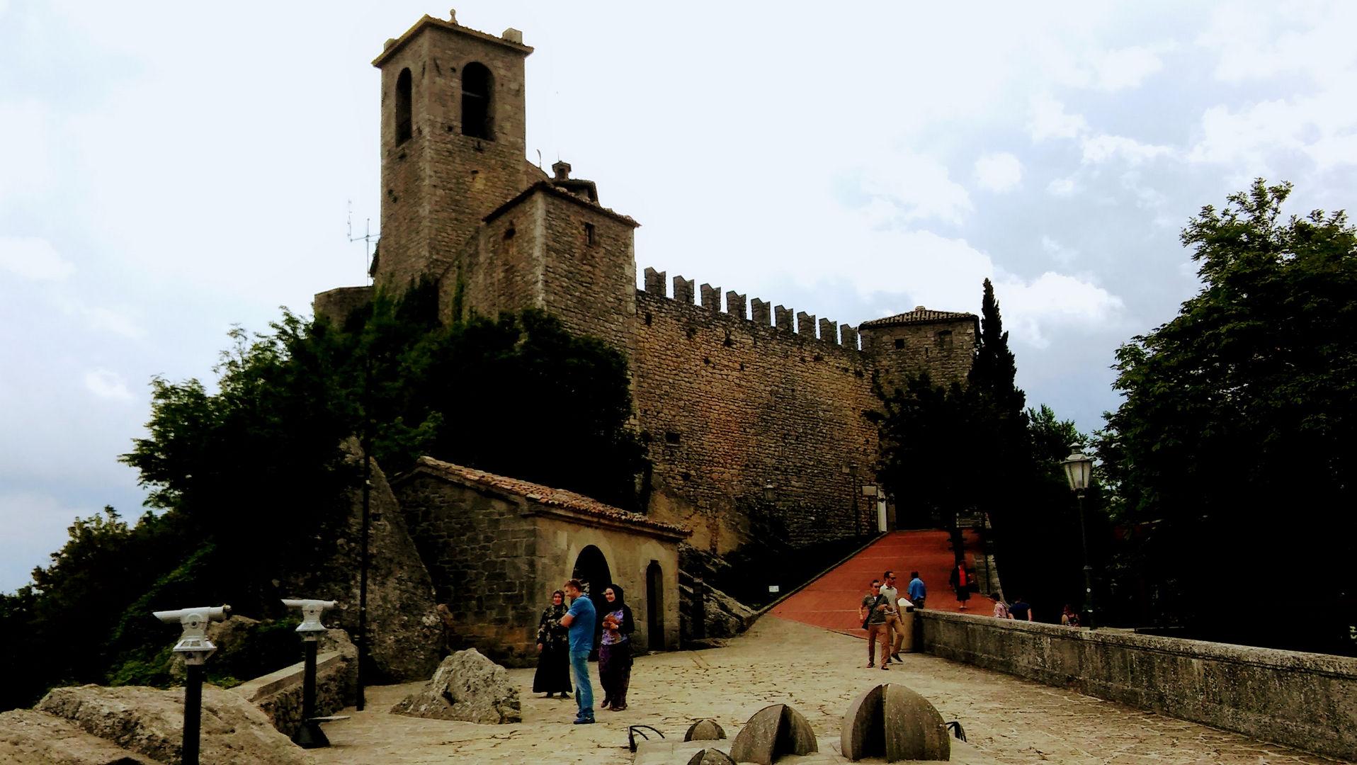 Zwiedzanie San Marino twierdza